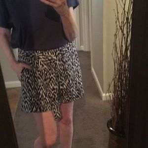 Banana Republic Shorts - Banana Republic B&W Shorts w/ Belt